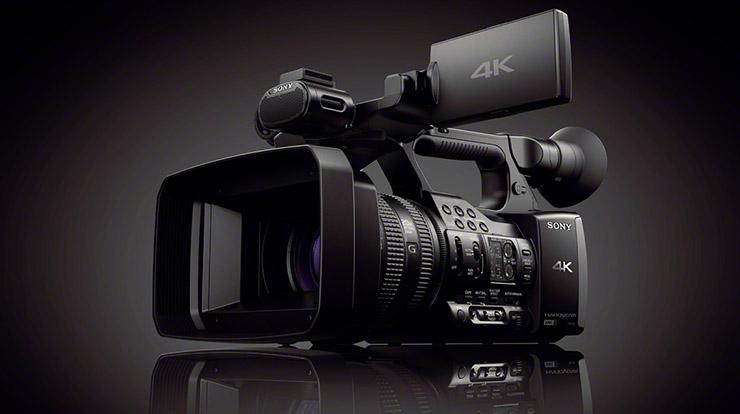 摄像机中是由于镜头的光学系统及摄像管扫描,偏转电路造成的,对于ccd